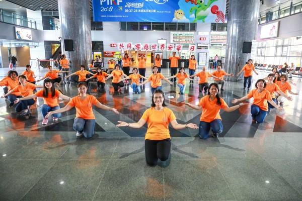 Flashmob at the Pingtung Train Station